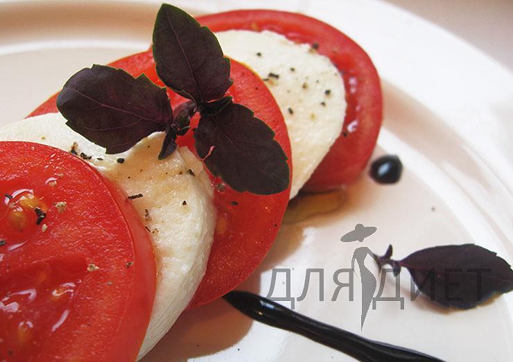 Классический рецепт салата капрезе с моцареллой