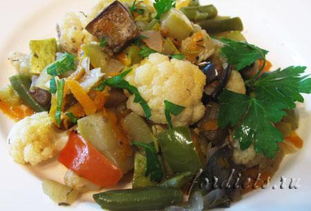 Рагу из овощей с баклажанами и кабачками в духовке