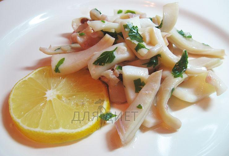 Приготовление кальмаров жаренных с чесноком и петрушкой