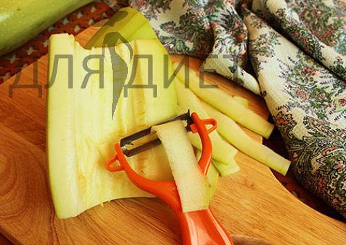 kabachki-tushenie-s-morkovu-i-lukom_opt