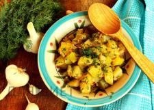 Острое кабачковое рагу с луком и чесноком