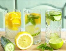 6 рецептов детокс-воды с лимоном
