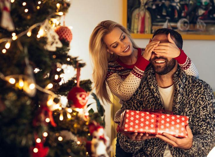 Что подарить мужу на Новый год: идеи подарков по увлечениям